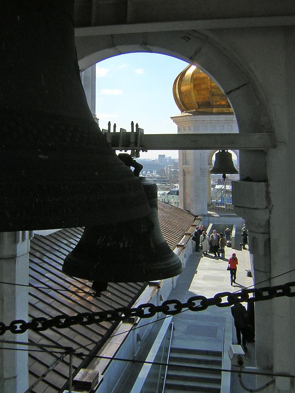 На смотровой площадке Храма Христа Спасителя