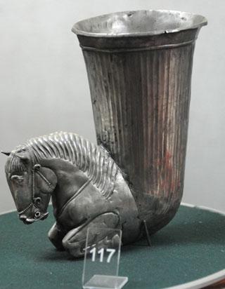 Серебрянный кубок в виде лошади