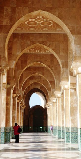 Медресе-около-мечети-Хасана-II-аркада