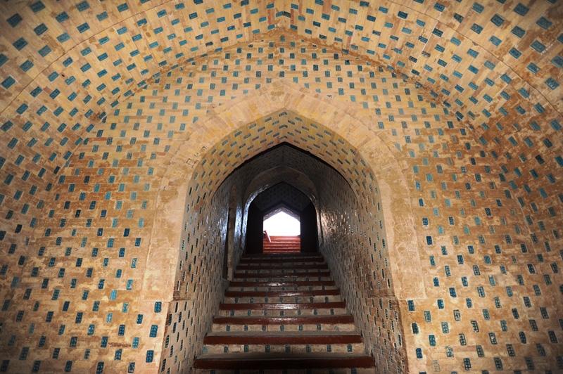 Лестница и выход из мавзолея