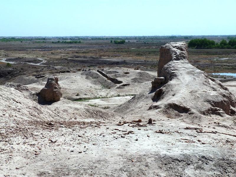 Остатки Гяур-Калы на вершине горы