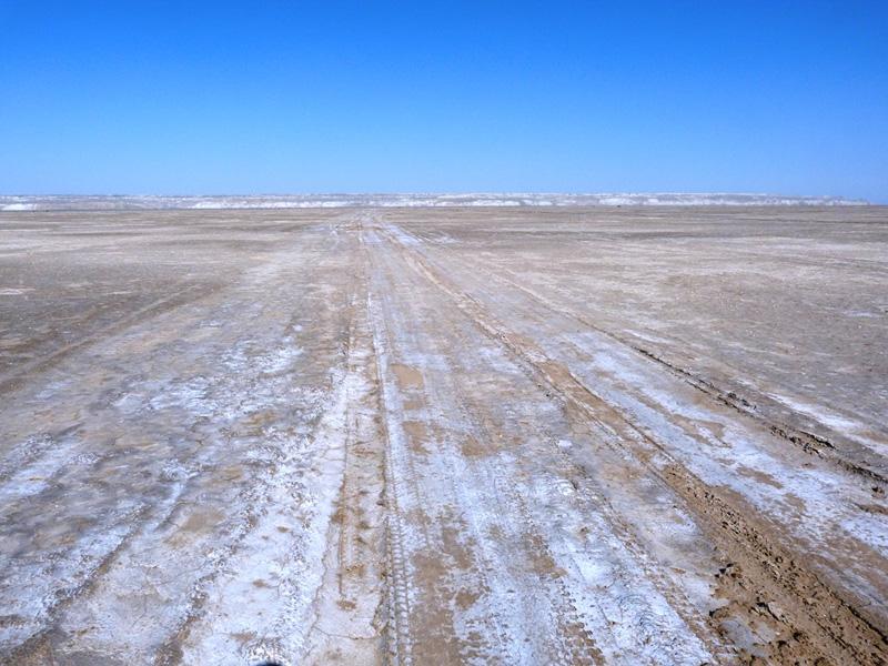 Соленая дорога по дну Аральского моря