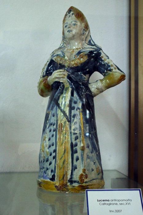 Масляная лампа в форме женской фигуры (Lucerna antropomorfa)