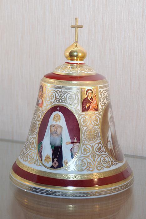 ИФЗ. Колокол с портретами патриархов