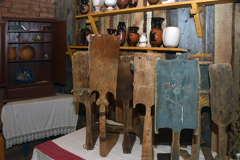 Музей деревенского быта. Прялки
