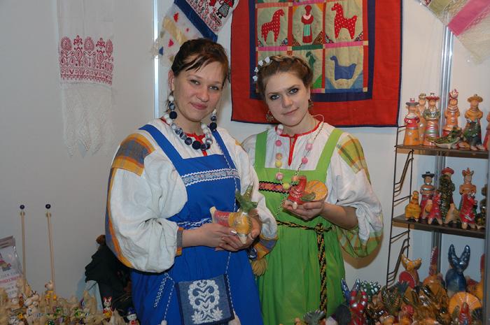 Мастера романовской глиняной игрушки Анастасия Короленко и Ольга Волокитина. Ладья 2012