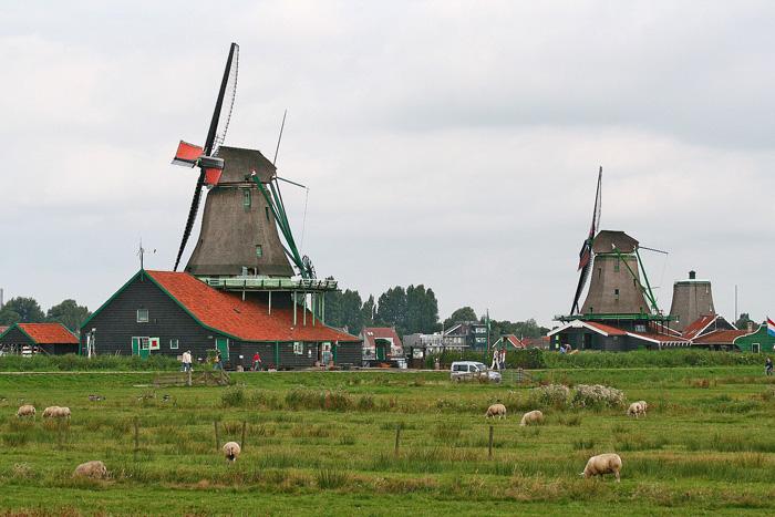 Ветряные мельницы в музее под открытым небом в деревне Зансе-Сханс
