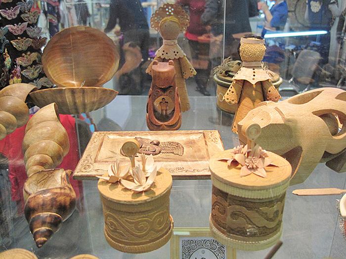 На фестивале народных промыслов Жар-птица. Изделия из дерева