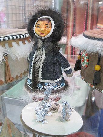 На фестивале народных промыслов Жар-птица. Куклы в национальных костюмах